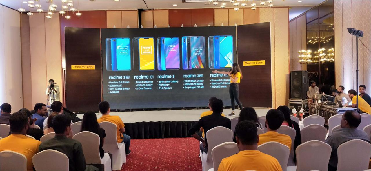 Embracing the 5G era with Dare-to-Leap slogan realme organized a special Fan meet-up dinner